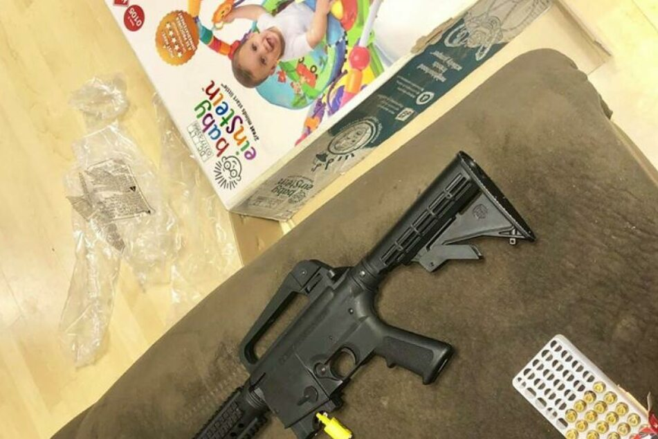 Statt der Wippe hat Veronica Alvarez-Rodriguez ein Gewehr gekauft.