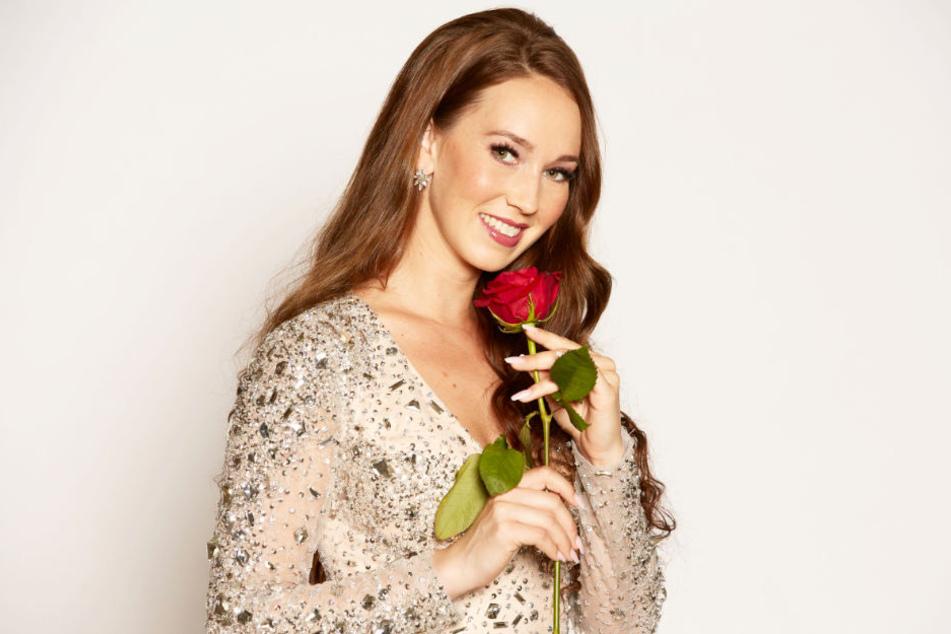 Kandidatin Christina will auch die letzte Rose in ihrer Hand halten.