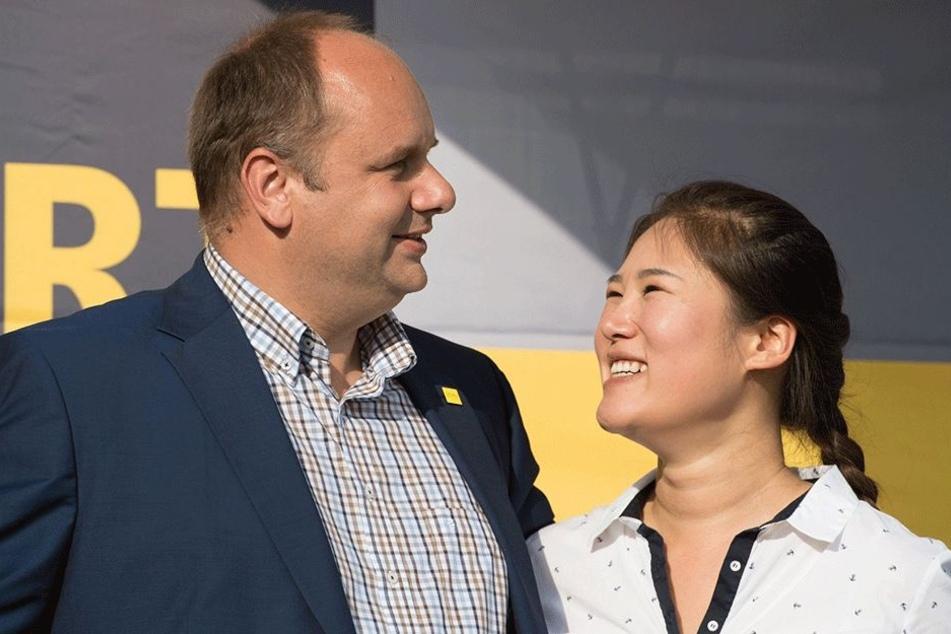 Für Dirk Hilbert (46, FDP) und seine südkoreanische Frau Su Yeon (37) ein Spiel mit außergewöhnlicher Bedeutung.