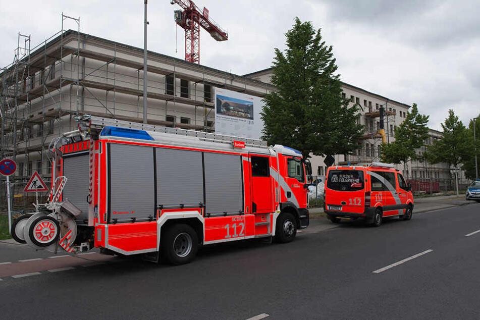 Einsturz in Berlin-Adlershof: Ein Mensch schwer verletzt