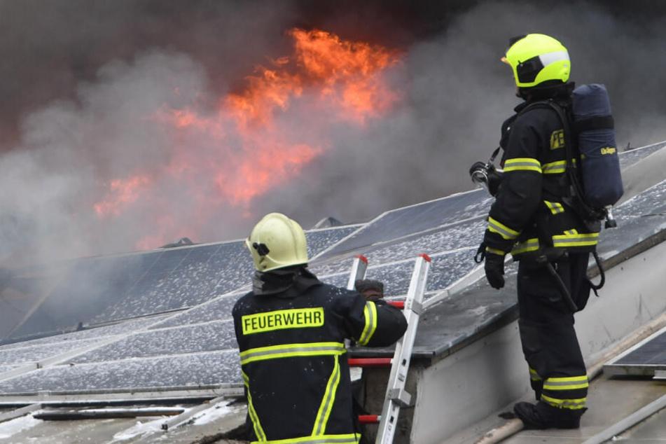 Großbrand in Garching: 300 Rettungskräfte im Einsatz!