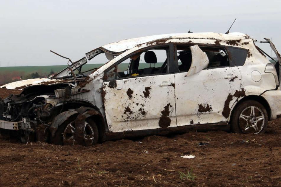 Der Wagen wurde bei dem Unfall schwer beschädigt.