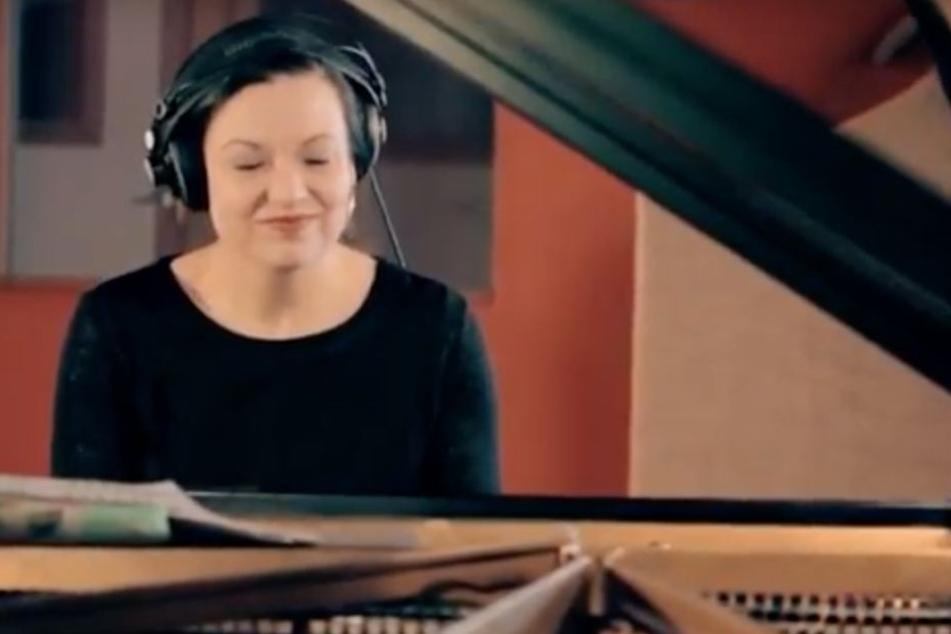 """Laia Genc bei den Aufnahmen zum aktuellen Album """"BIRDS""""."""