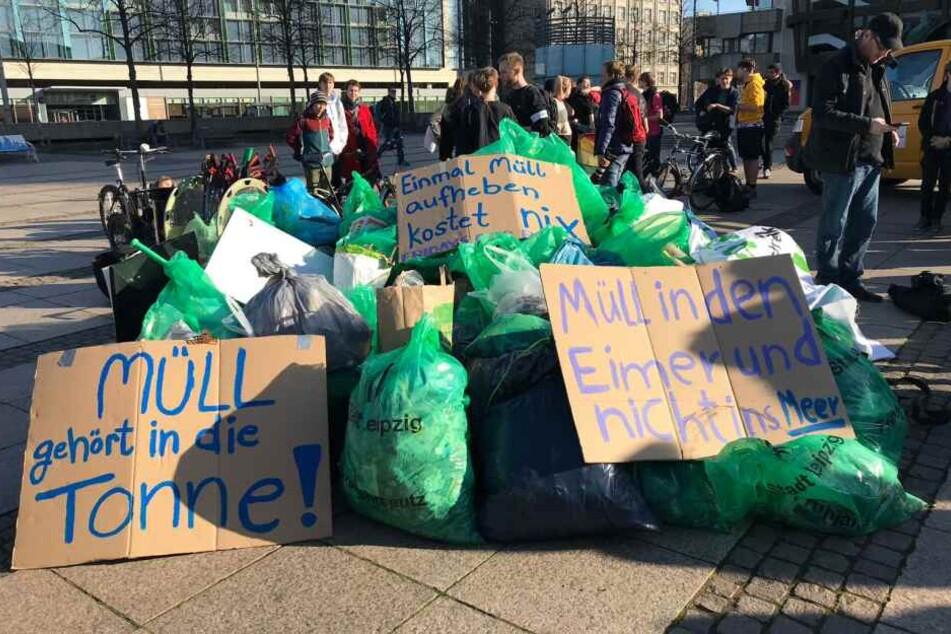 Der Abfall wurde anschließend von der Stadtreinigung abgeholt.