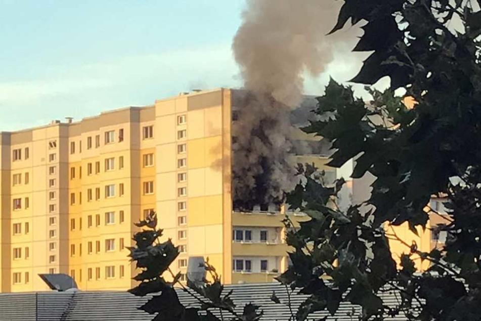 Mann springt bei Hochhaus-Brand in den Tod