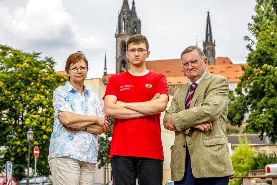 Die Meißner Eva-Maria (61), Cornelius (20) und Hansjörg Weber (68) ärgern sich über den Verlust des Familien-Trabis.