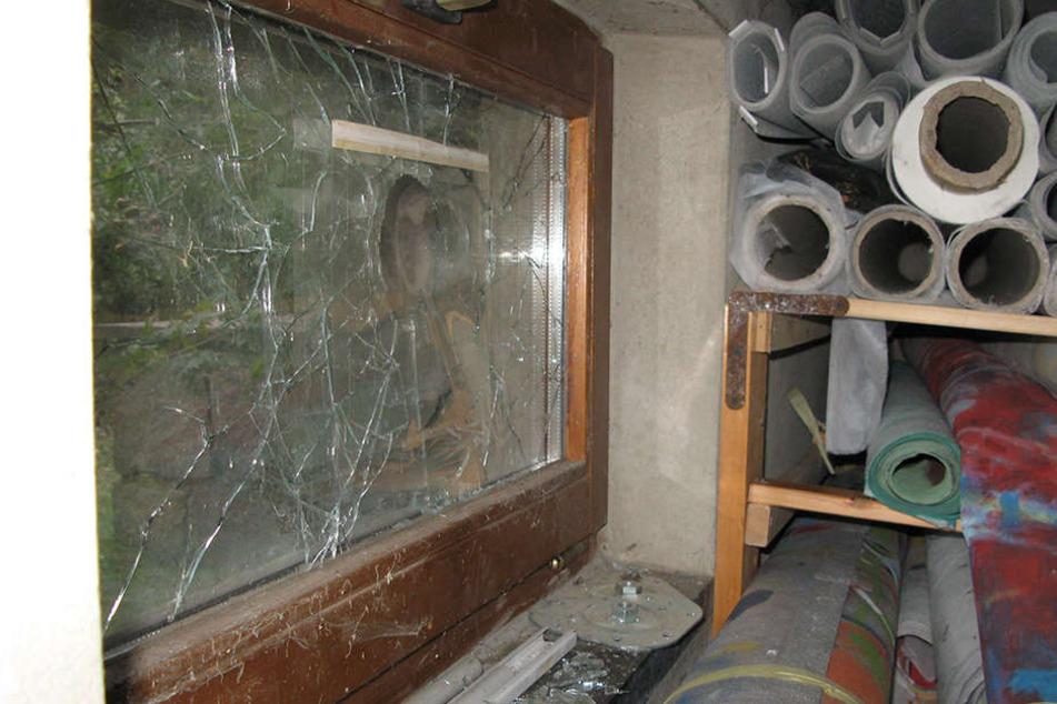 Einbruch durch ein Kellerfenster in der Nevoigtstraße: Nachbarn vertrieben die Ganoven.
