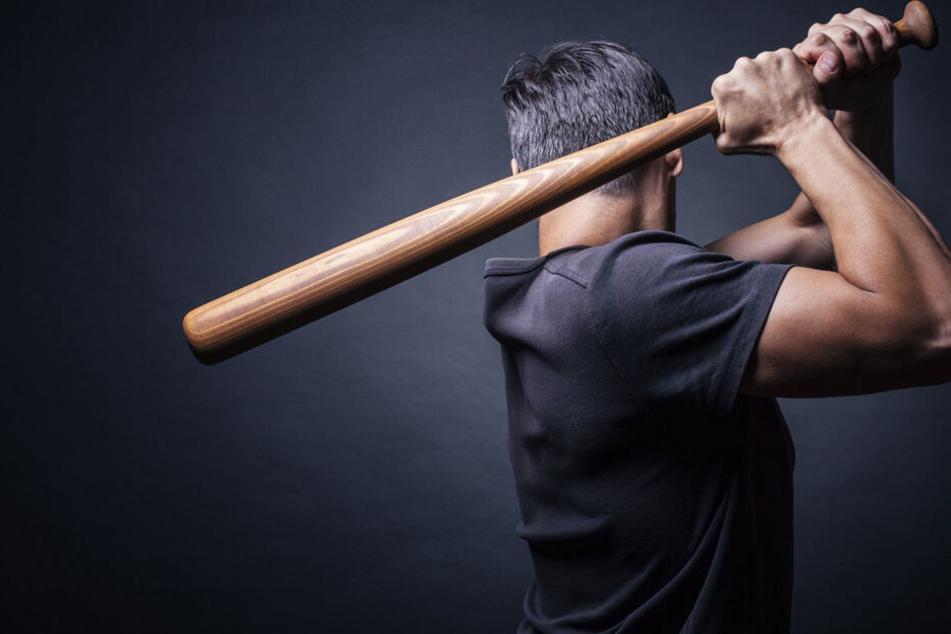 Bislang wurde eine Machete gefunden, nach dem Baseballschläger wird noch gesucht. (Symbolbild)
