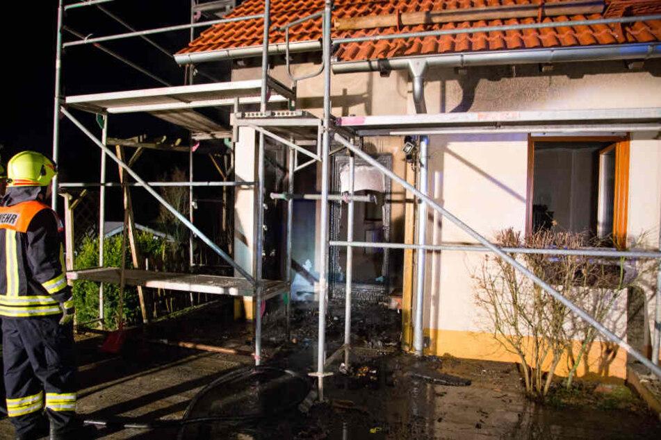 Die Terrassentür wurde bei dem Feuer stark beschädigt.