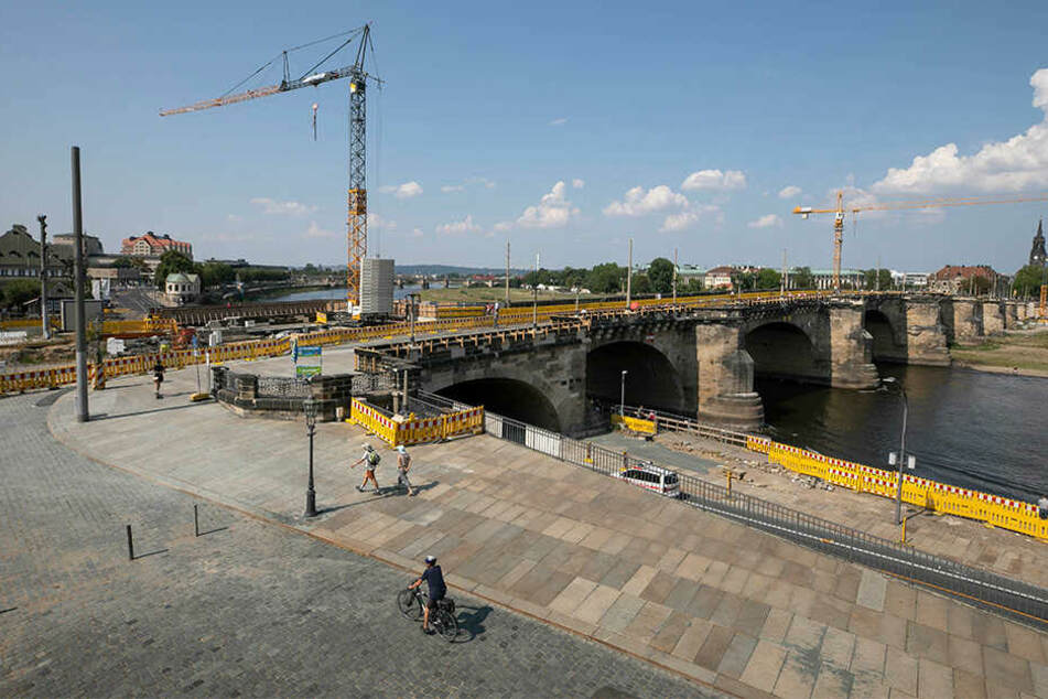 An der Augustusbrücke wird seit April 2017 gebaut.