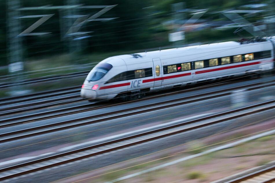 Bei 160 km/h musste der Zugführer eines Intercity-Zuges plötzlich eine Vollbremsung machen. (Symbolfoto)