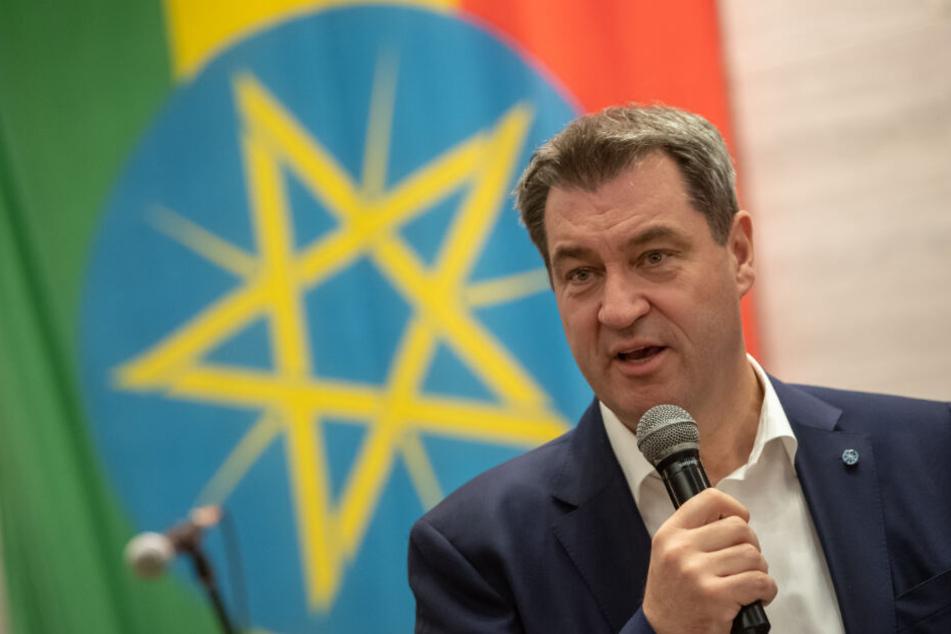 Markus Söder (CSU), Ministerpräsident von Bayern, spricht während seiner Reise nach Äthiopien in der Hauptstadt.