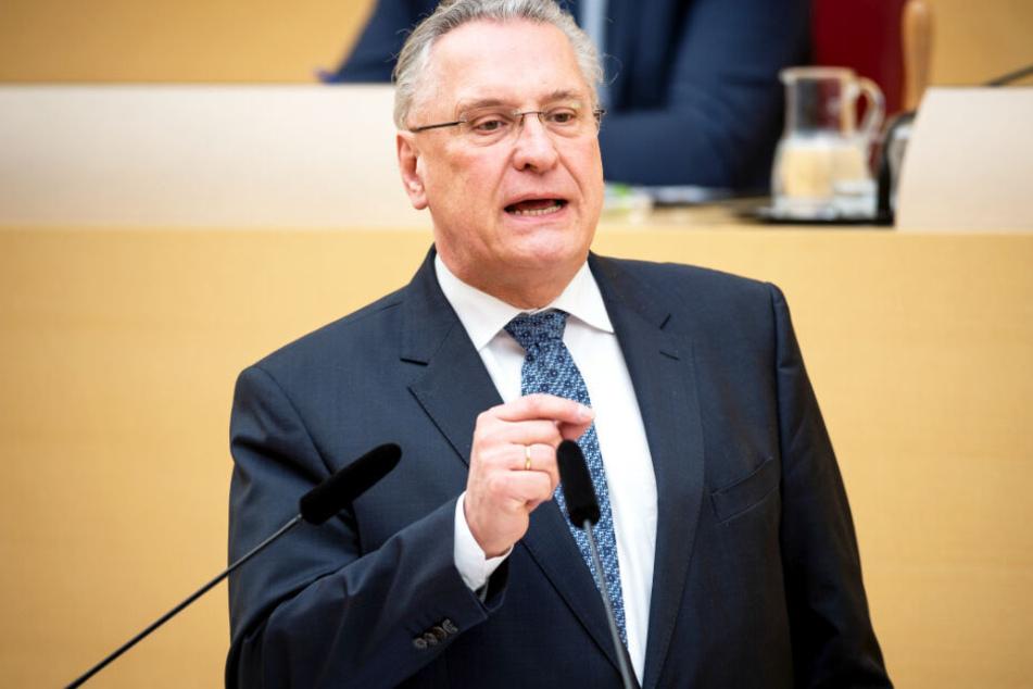 Bayerns Innenminister Joachim Herrmann hat eine klare Forderung. (Archivbild)