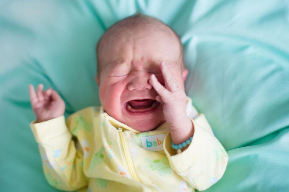 Weil der Säugling schrie, rastete die 34-Jährige aus. (Symbolbild)