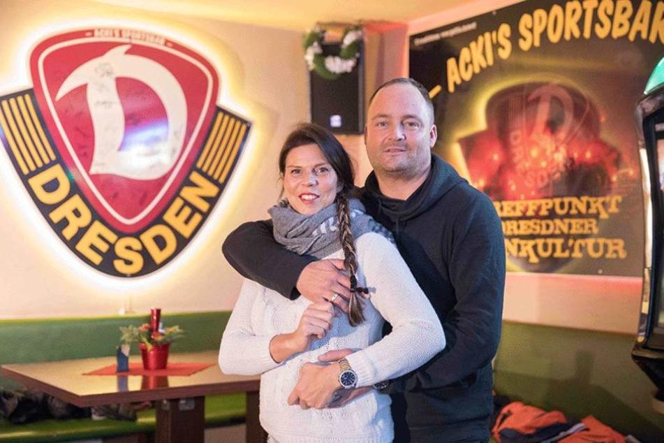 Susanne (37) und Rene Ackermann (43) kümmern sich um die Dynamo-Fans genauso wie um ihre zahlreichen Stammgäste