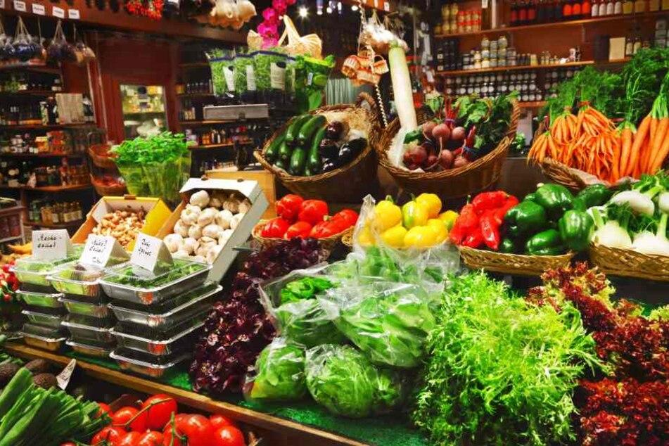 Beim Europäischen Bauernmarkt werden neben Lebensmitteln auch Töpferwaren, Schnitzereien und Pflanzen angeboten. (Symbolbild)