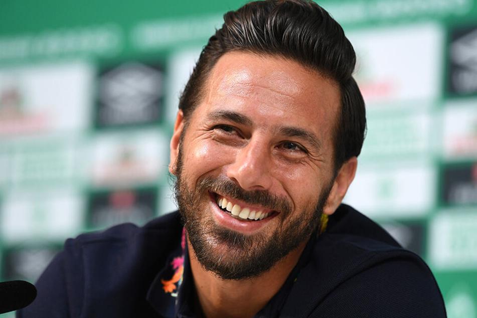 Für jeden Spaß zu haben und stets ein Lächeln im Gesicht - so kennen die Fußball-Fans Claudio Pizarro.