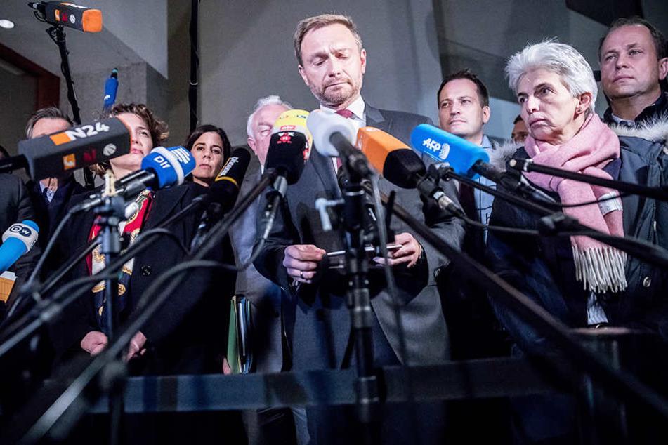 Christian Lindner (Mitte) gab das Scheitern der Jamaika-Sondierungen in der Nacht zum Montag bekannt.