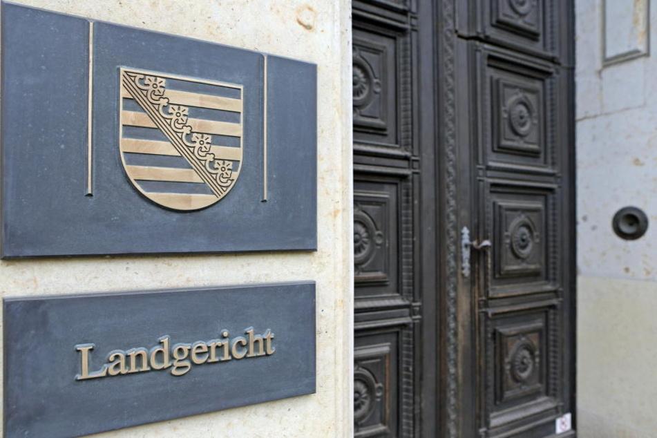 Bei den sächsischen Verwaltungsgerichten sind im vergangenen Jahr 6369 Klagen von Asylbewerbern gegen die Ablehnung ihrer Anträge eingegangen.
