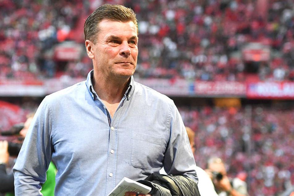 Da war die Welt noch in ORdnung. Dieter Hecking hat nach dem 3:0-Hinrundenerfolg der Gladbacher gegen den deutschen Rekordmeister Bayern München gut Lachen.