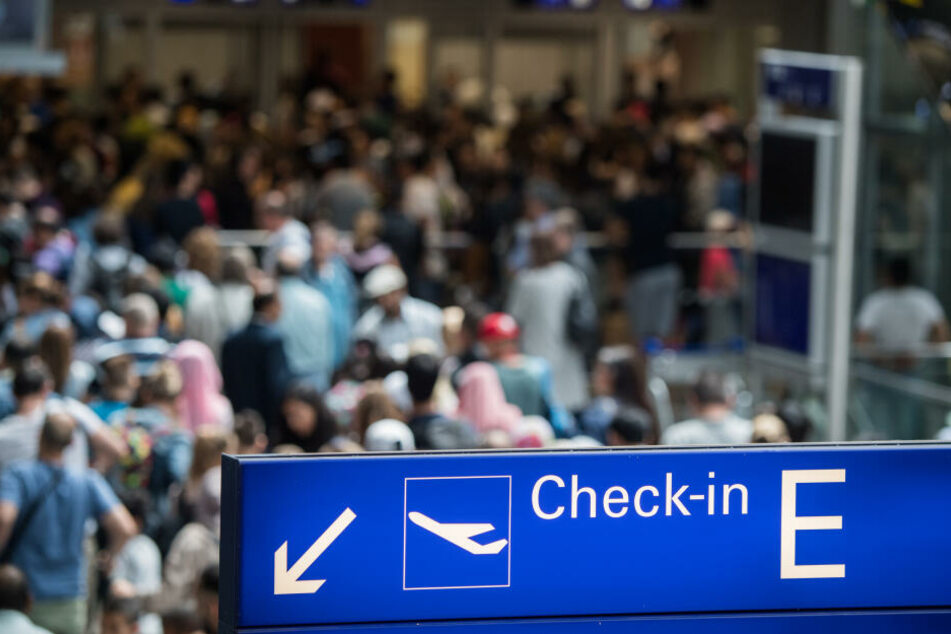 Und auch am Flughafen Frankfurt wird es erwartungsgemäß ziemlich voll werden (Symbolbild).