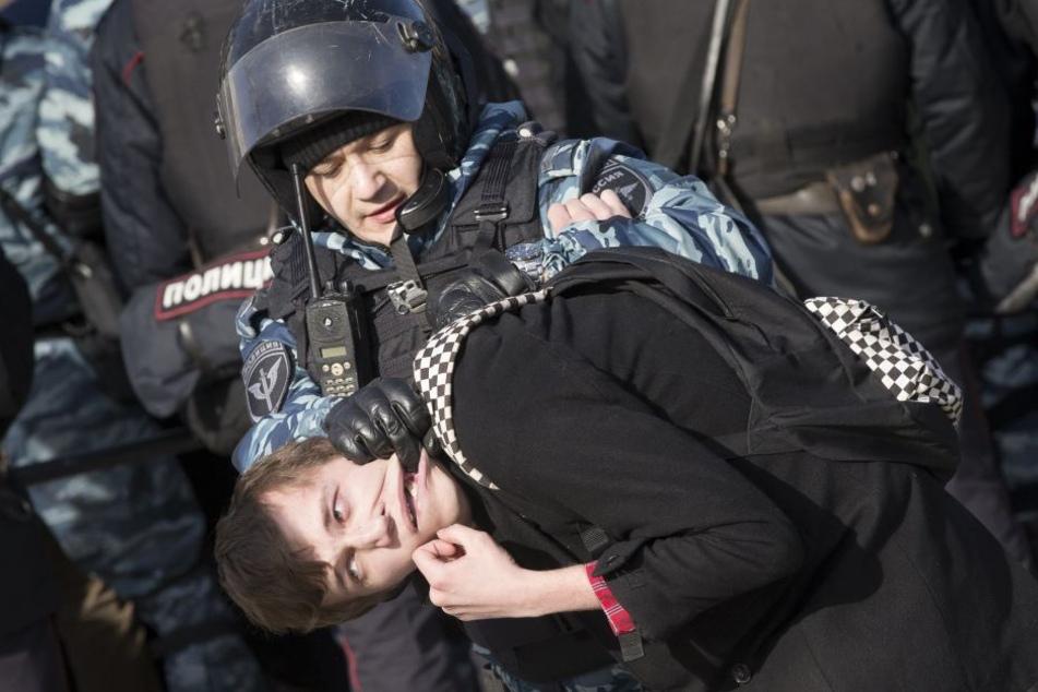 Allein in der Hauptstadt Moskau sollen mehr als 500 Menschen festgenommen worden sein.