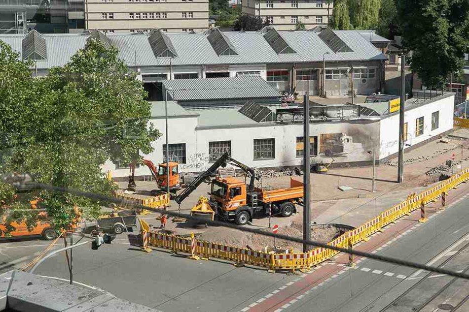 """""""Kollateralschaden"""" beim Bombenfund: DVB errichten neuen Fahrleitungsmast"""