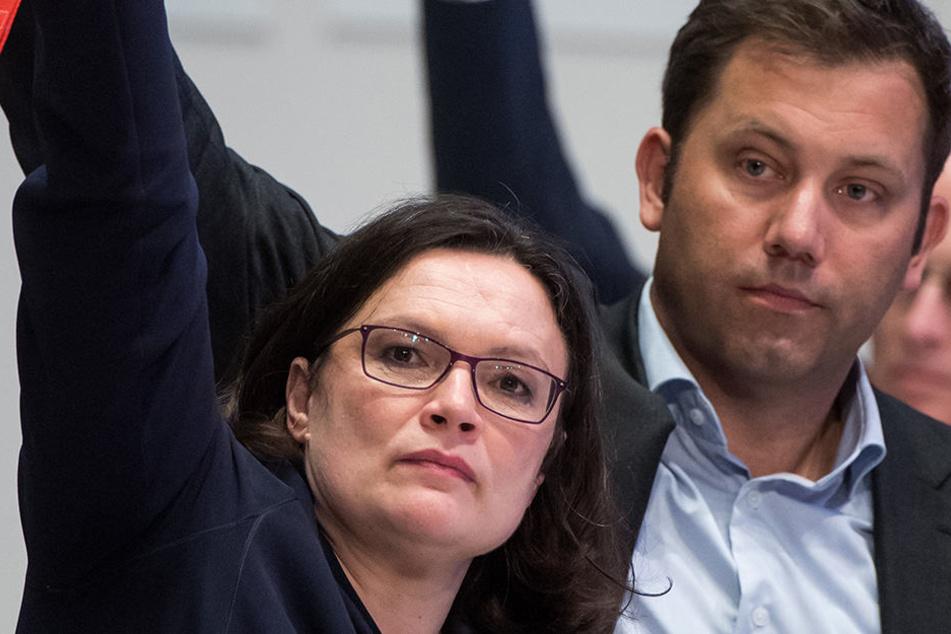 SPD-Chefin Andrea Nahles und SPD-Generalsekretär Lars Klingbeil fordern von Horst Seehofer endlich Aufklärung in der Bamf-Affäre.
