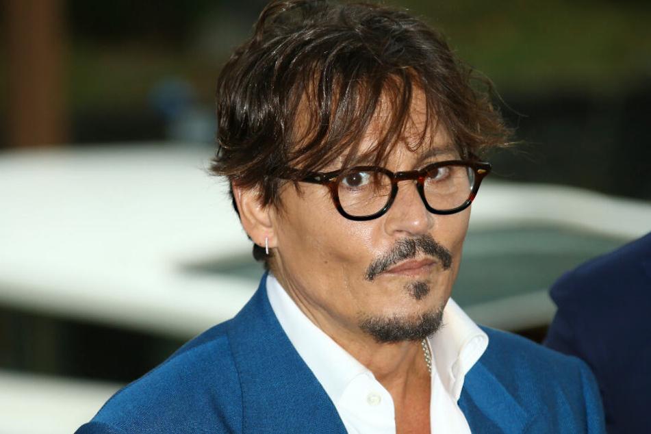 """Johnny Depp ist vielen Fans bekannt als Pirat Captain Jack Sparrow aus der Filmreihe """"Fluch der Karibik""""."""