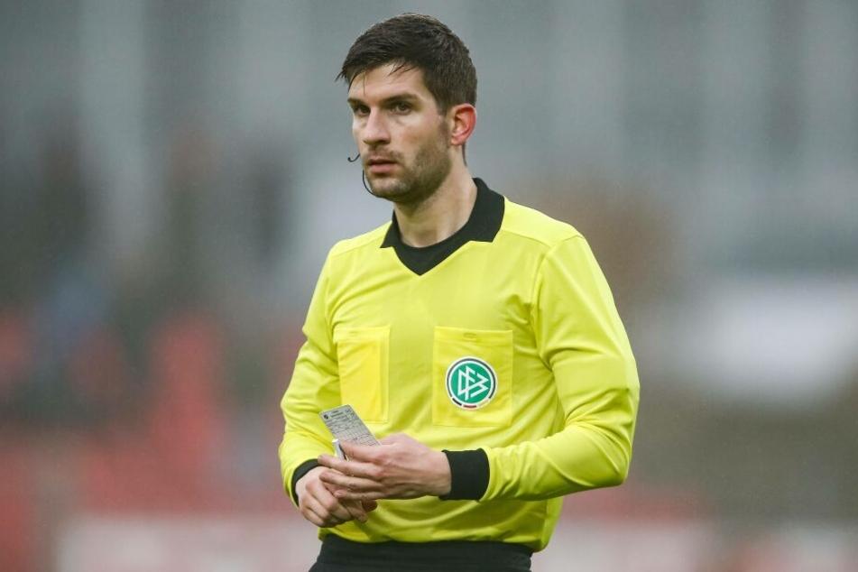 Schiedsrichter Markus Wollenweber.