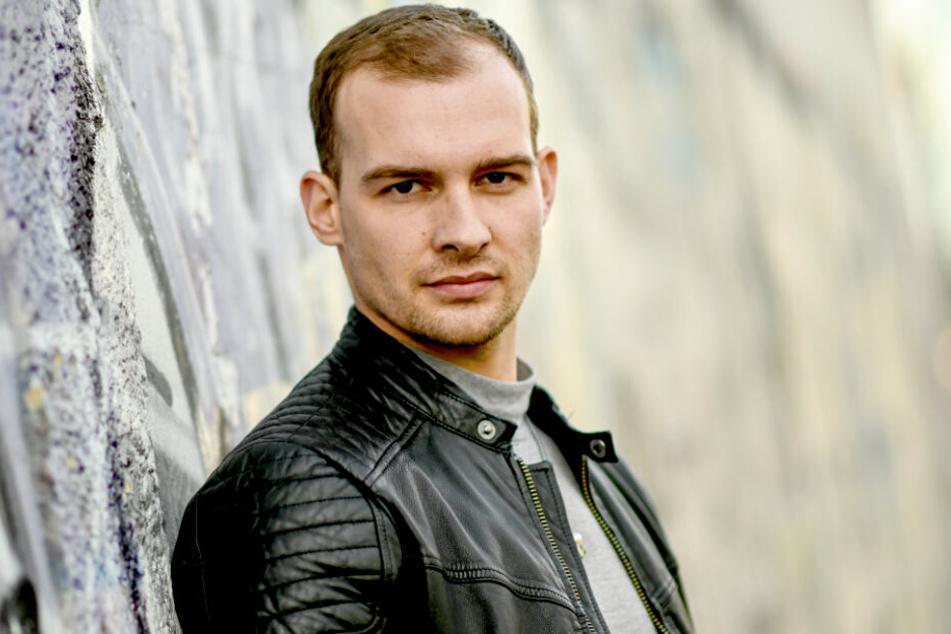 """Eric Stehfest (30) am Rande der Dreharbeiten zu der Buchverfilmung """"9 Tage wach""""."""