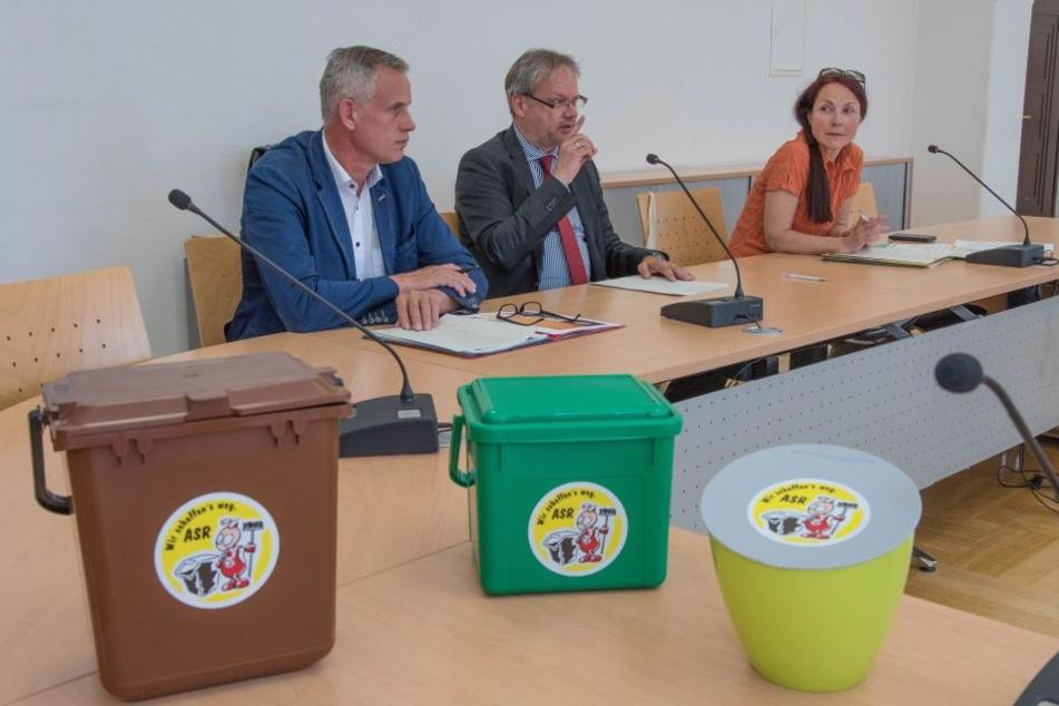 Neue Mini-Mülleimer (3, 5 und 7 Liter): Dort sollen Kaffeefilter, Eierschalen oder Apfelgriebse zwischengelagert und dann zu den Bio-Tonnen gebracht werden.
