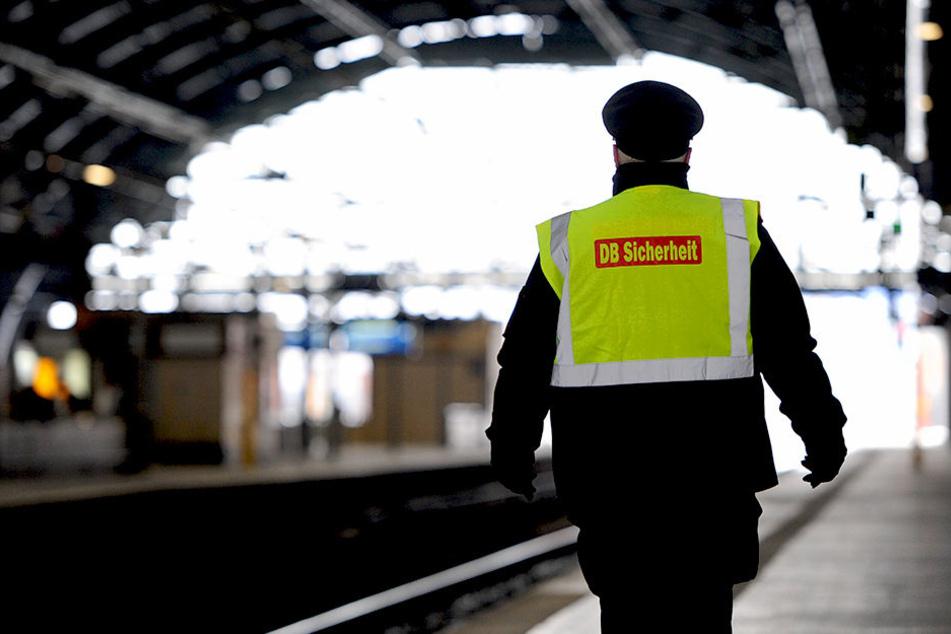 Sicherheitsbeamte riegelten den Ostbahnhof in Berlin Friedrichshain ab.