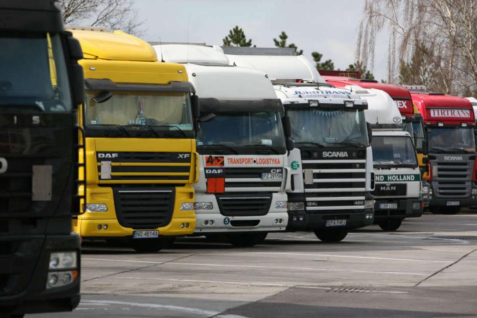 Die Parkplatzsuche an den Autobahnen wird für Lasterfahrer immer schwerer.