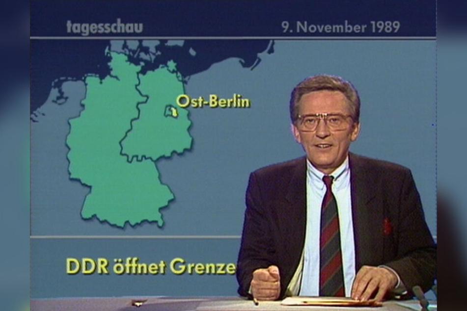 """Jo Brauner, damals ARD-Chefsprecher, verliest in der 20 Uhr-Ausgabe der """"Tagesschau"""" die Nachricht, dass die DDR ihre Grenzen öffnet."""