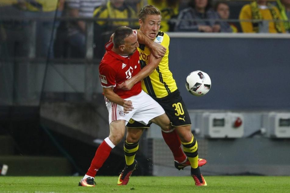 Die Aufreger-Szene beim Supercup: Franck Ribéry begeht eine Tätlichkeit an Felix Passlack, fliegt aber nicht vom Platz.