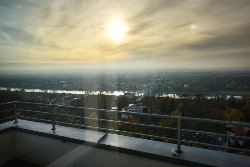 """Seiner fantastischen Lage verdankt der Luisenhof den Beinamen """"Balkon von Dresden""""."""