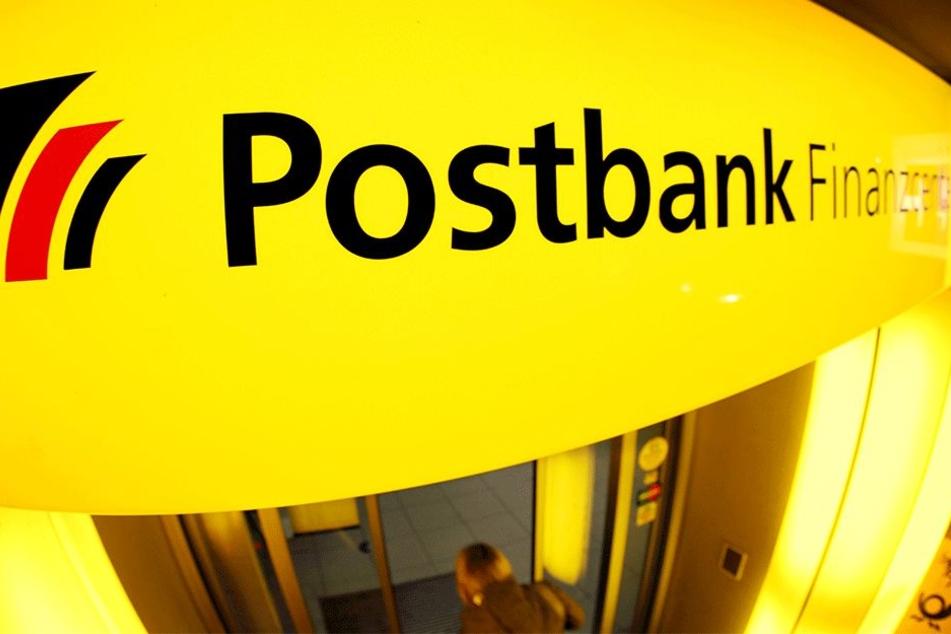 Carl Gudewill hatte in einer Postbankfiliale viel Ärger (Symbolbild).