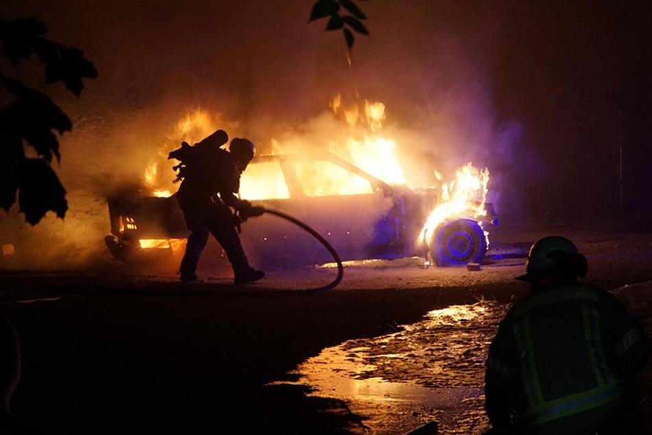 Der BMW brannte komplett aus.