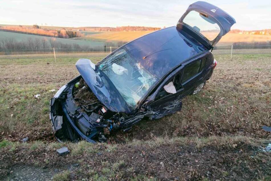 Bei einem Auto wurde ein Vorderrad abgerissen.