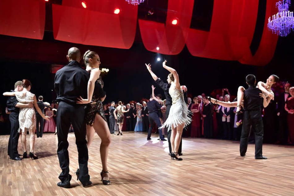 Das Ballett Chemnitz zeigte kurz vor Mitternacht bei einer Tanzeinlage einen Tango.