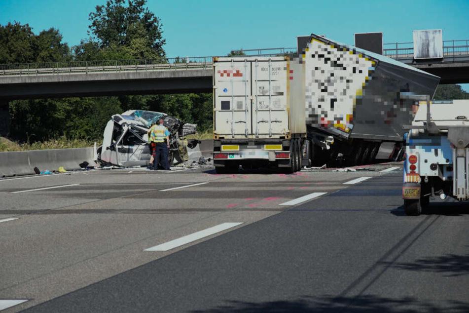Auf dem Seligenstädter Dreieck kam es am Donnerstagmorgen zu einem schweren Lkw-Unfall.