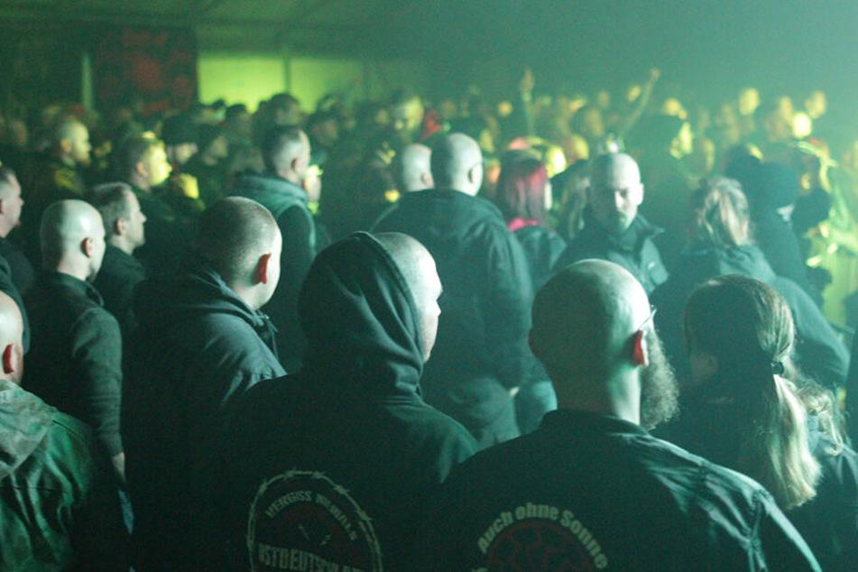 """Das """"Schild & Schwert""""-Festival in Ostritz zieht Hunderte Neonazis aus ganz Europa an. Es ist die aktuell größte Rechtsrock-Veranstaltung in Sachsen."""