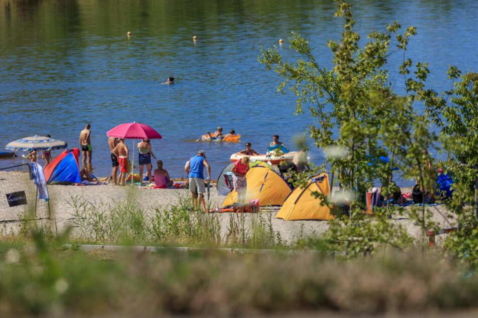 Auch am Cospudener See in Leipzig kann man am Wochenende noch richtig die Sonne genießen.
