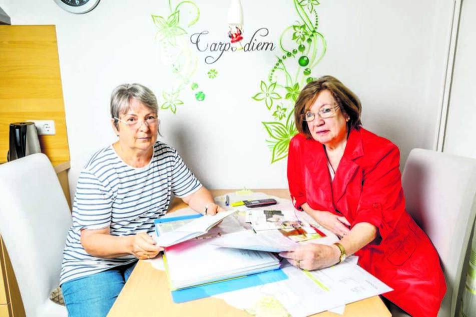 Die beiden Seniorinnen wohnen seit 1972 und 1950 in ihren Wohnungen am  Falkensteinplatz. Jetzt gibt's erstmals großen Ärger mit dem Vermieter.