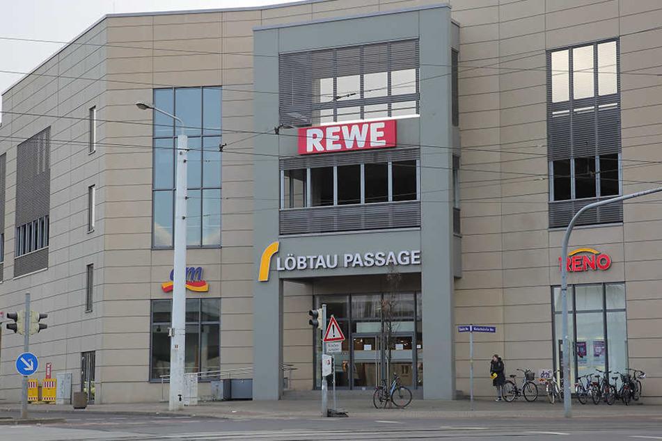 Die Polizei nahm zwei verdächtige Männer in der Löbtau-Passage auf der Kesselsdorfer Straße in Dresden fest.