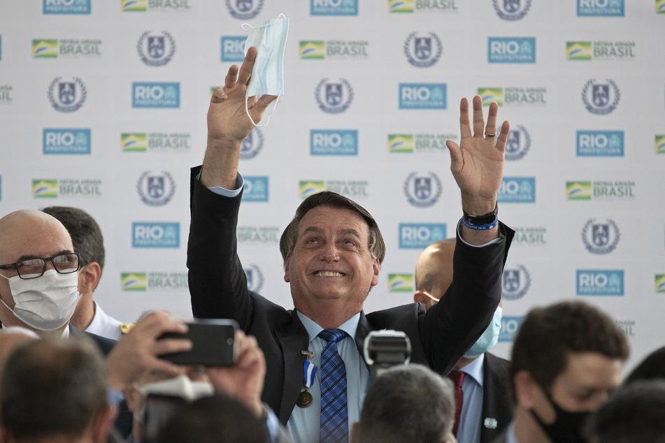 Bei öffentlichen Auftritten hält sich Jair Bolsonaro weder an Abstandsregeln, noch daran, eine Maske zu tragen.