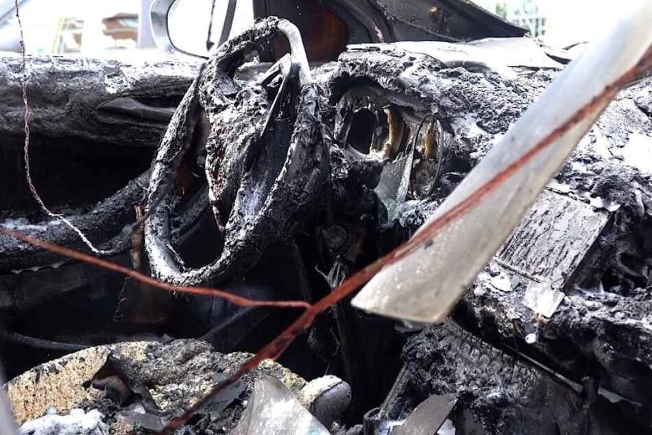 Am Firmenwagen entstand ein Totalschaden.