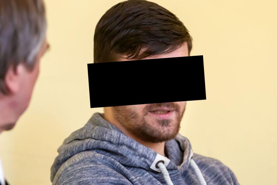 Der Sportschütze Hardy G. (31) soll seine Ex-Freundin gestalkt und ihr und ihren Kindern sogar mit dem Tod gedroht haben.