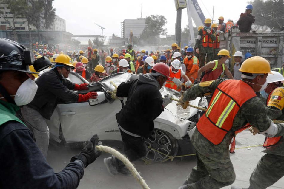 Mals drei Tage nach dem verheerenden Erdbeben schwindet die Chance, noch Überlebende in den Trümmern eingestürzter Gebäude zu finden.